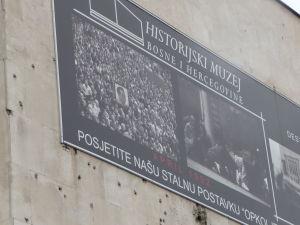 Múzeum histórie Bosny a Hercegoviny - Stopy po guľkách