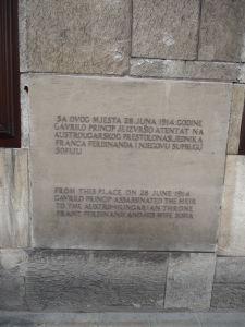 Pamätná tabuľa označujúca miesto atentátu