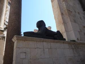 Jedna z 3500 rokov starých egyptských sfíng