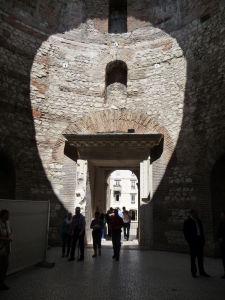 Budova na centrálnom námestí paláca, kde sa Dioklecián pripravoval pred vystúpením k ľudu