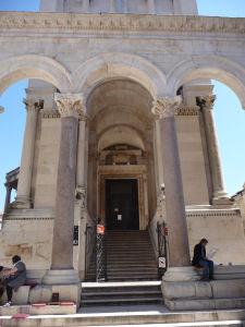Vchod do katedrály / mauzólea