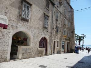 V uličkách Splitu, neďaleko pobrežia...