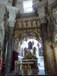 Hlavný oltár katedrály