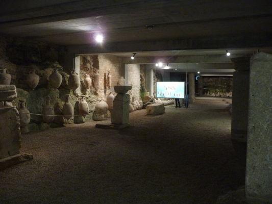 Malé múzeum pod rímskou arénou (amfiteátrom) v chorvátskej Pule