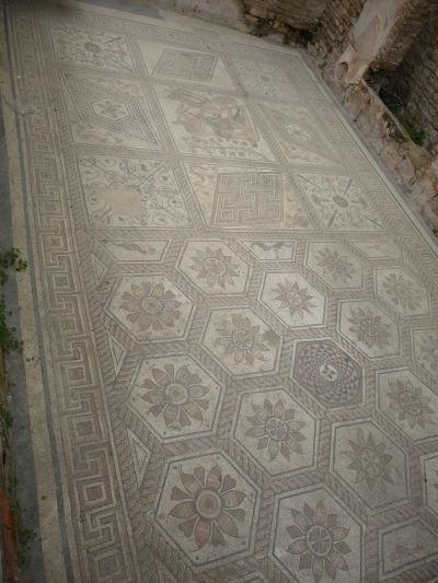 """Rímska mozaika """"Potrestanie Dirké"""" v Pule"""