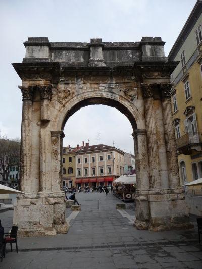 Oblúk Sergiovcov alebo i Zlatá brána v Pule