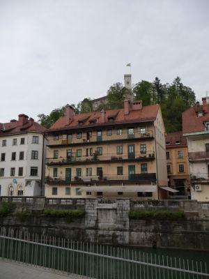Centrum mesta sa rozprestiera v okolí riečky Ľubľanica - Na kopci nad ním stojí Ľubľanský hrad