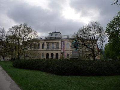 Národné múzeum s apokalyptickým počasím