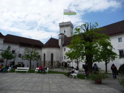 Veža s hodinami a zástavou Ľubľany - Na vežu je možné vyliezť a vychutnať si z nej výhľad na okolie
