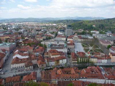 Výhľad na Ľubľanu z hradu - Vpravo námestie Kongresni trg