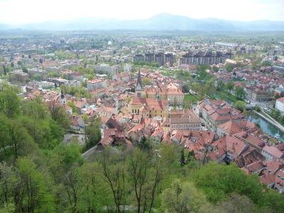 Výhľad na Ľubľanu z hradu - V strede katedrála