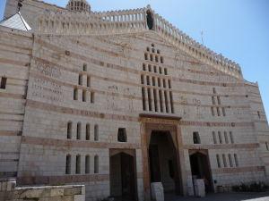 Bazilika zvestovania - Atypická fasáda