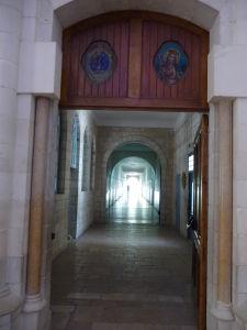 Bazilika dospievajúceho Ježiša - Škola