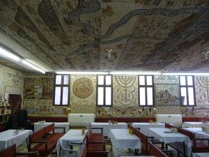 Priľahlá jedáleň s mozaikami