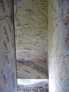 Chodby synagógy lemované mozaikami