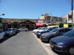 Trhovisko v starom meste Akko - Nájde sa i kaviareň Neapol