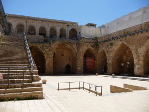 Nádvorie citadely, kde sa kedysi prechádzali križiaci