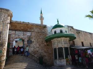 Vstup do areálu mešity