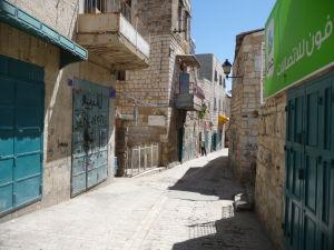 V uliciach Betlehema - Nákupná ulica - Pre Arabov je však príliš skoro ráno na to, aby už otvorili