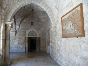 Arkády na nádvorí pred Chrámom sv. Kataríny