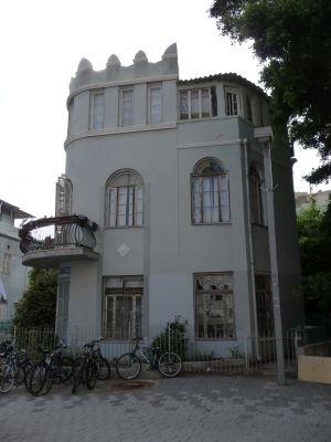 Bauhaus architektúra v uličke Bialik
