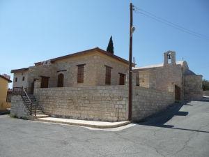 Jeden z novších chrámov v Kolossi