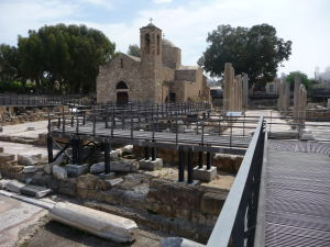 Kostolík a ruiny