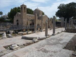 Zvyšok bočnej lode niekdajšej baziliky a mozaiky