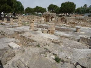 Ruiny niekdajšej masívnej baziliky
