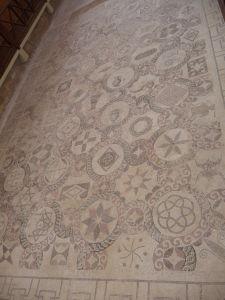Dom Dionýza - Geometrické motívy
