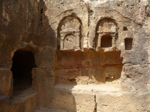 Ruiny jednej z hrobiek