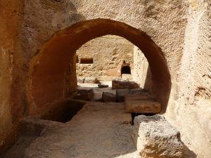 Prechod v jednej z hrobiek