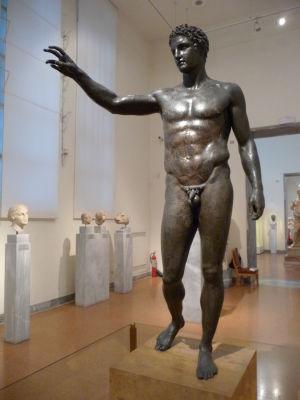Bronzová socha Antikythera Ephebe z roku 70-60 pred n. l.
