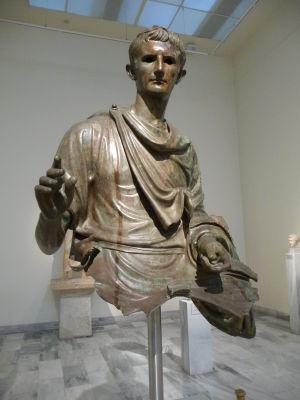 Bronzová socha cisára Augusta