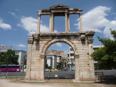 Hadriánova brána - Pohľad od Olympieionu