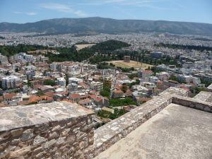 Výhľad na Atény z Akropoly - V strede Chrám Olympského Dia