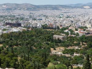 Výhľad na Atény z Akropoly - Dolu antická agora a Hefaistov chrám