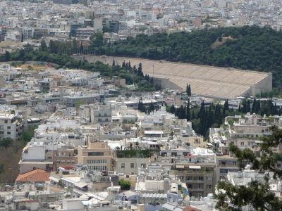 Výhľad z polcesty na vrch Lycabetus - Štadión Panathinaikó