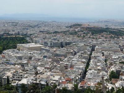 Výhľad z vrchu Lycabetus - vľavo Olympieion, vpravo Akropolis, vidieť až do prístavu Pireus