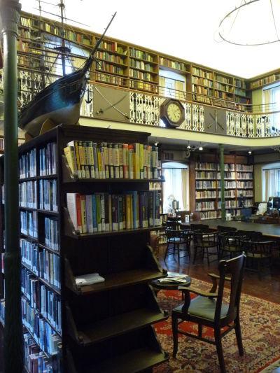 Kultúrne centrum Morrin v Québecu - jediná anglofónna knižnica v meste