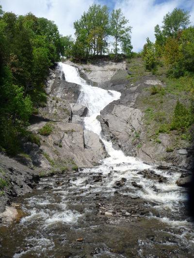 Menší vodopád neďaleko vodopádu Montmorency pri Québecu