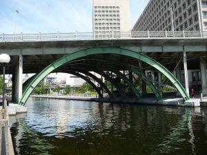Kanál Rideau - križuje ho niekoľko mostov