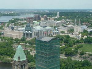 Veža mieru (Peace Tower) - výhľad na Katedrálu Notre-Dame a galériu