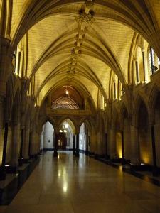 Centrálny blok parlamentu (Central Block) - vchod do knižnice (Library of Parliment)