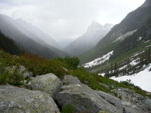 Sneh padá z neba, sneh leží na horách