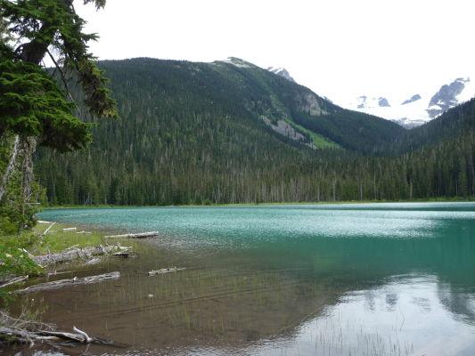 Dolné Joffreho jazero v Britskej Kolumbii