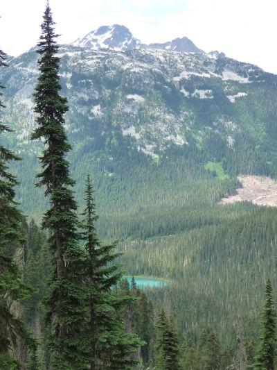 Výhľad z cestičky v Provinčnom parku Joffreho jazerá - pohľad na Dolné jazero