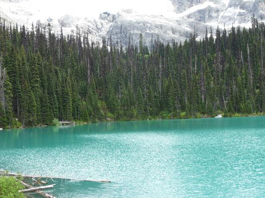 Prostredné Joffreho jazero v provinčnom parku v Britskej Kolumbii