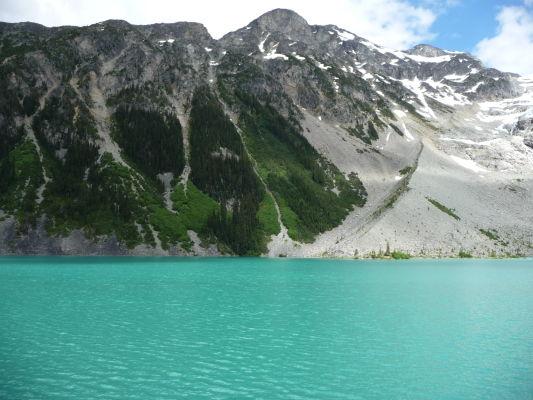 Horné Joffreho jazero v provinčnom parku v Britskej Kolumbii