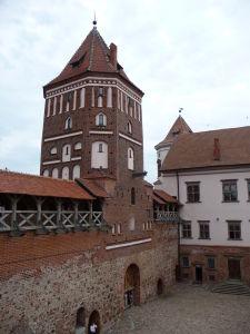 Nádvorie hradu Mir - Hlavná vstupná veža